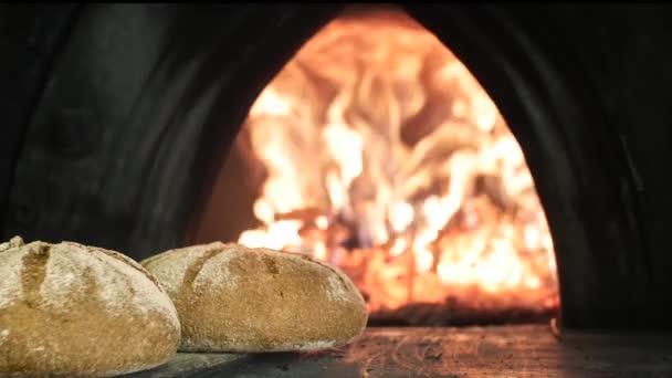 chléb v peci dřevo