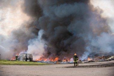 yangın binalar ve otomobil