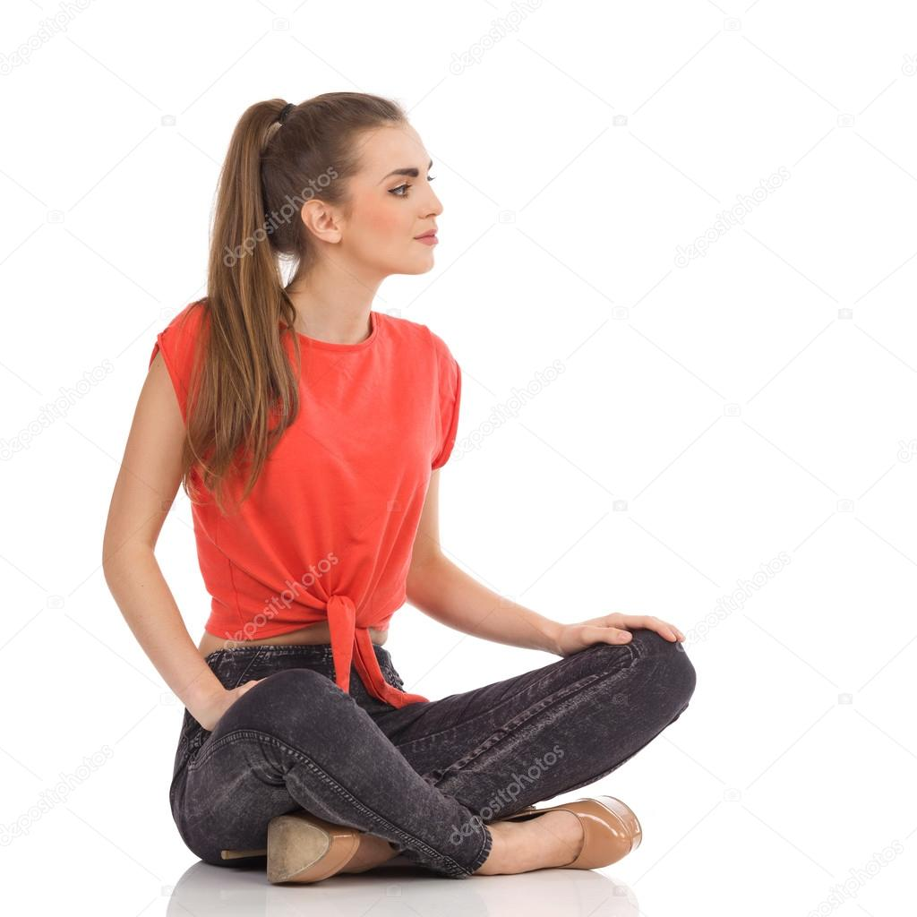 girl sitting on the floor with legs crossed stock photo studioloco 58159713. Black Bedroom Furniture Sets. Home Design Ideas