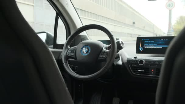 Moskva, Rusko - CIRCA 2020: BMW i3 interiér volantu.