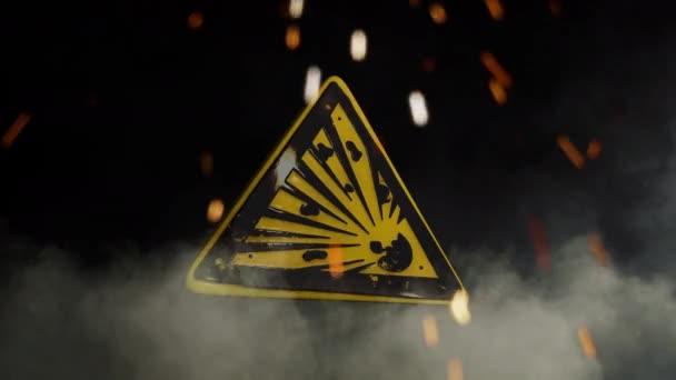 Explodující bomba znamení nad kouřovým pozadím
