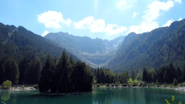 Oblačno na Alpách v letním období