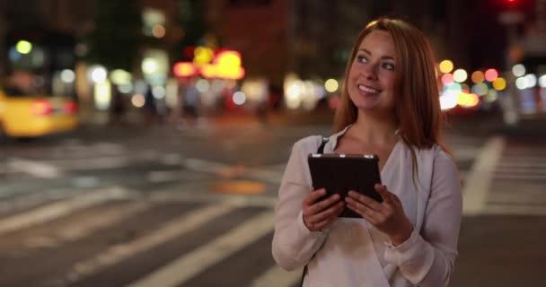 žena pomocí počítače tablet pc