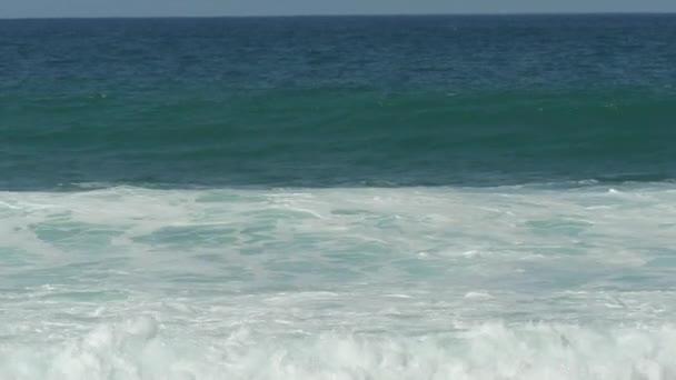 Onde di oceano surf alto