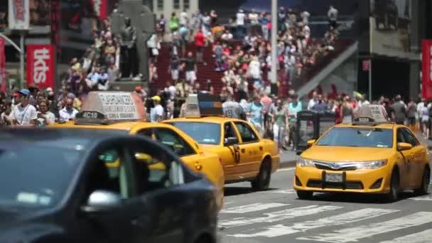 Provoz aut na den Times Square