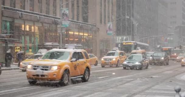 Sněží v New York City