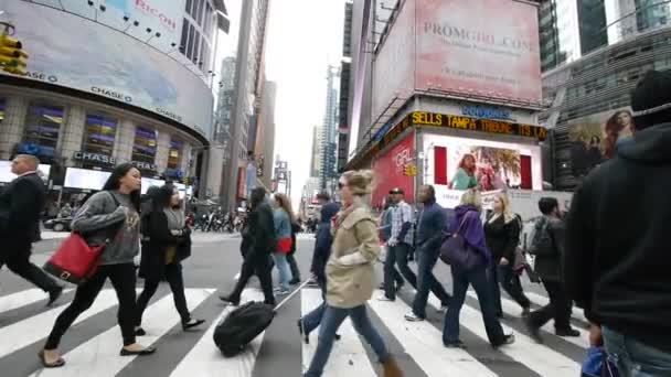Resultado de imagem para multidões caminhando na cidade
