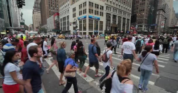 lidé na ulici města