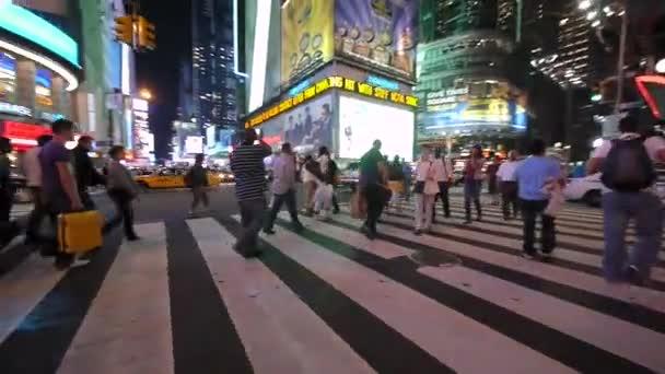 lidí, kteří jdou na Times Square