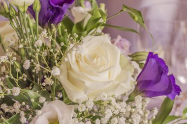 Premium flowers with wonderful white and purple roses