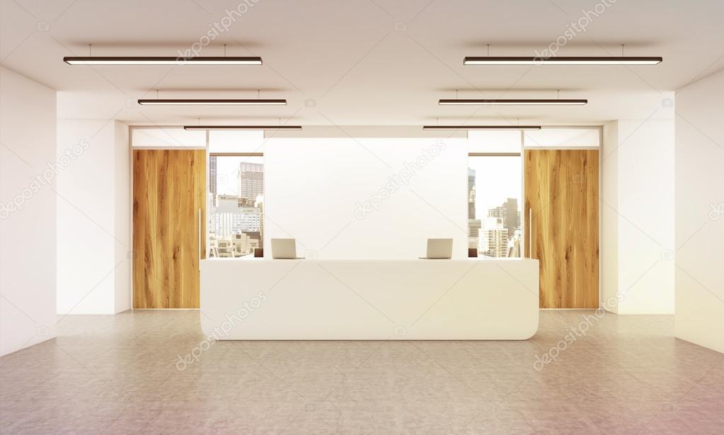 Porta Ingresso Ufficio : Interno di ufficio dellingresso con reception pavimento in cemento