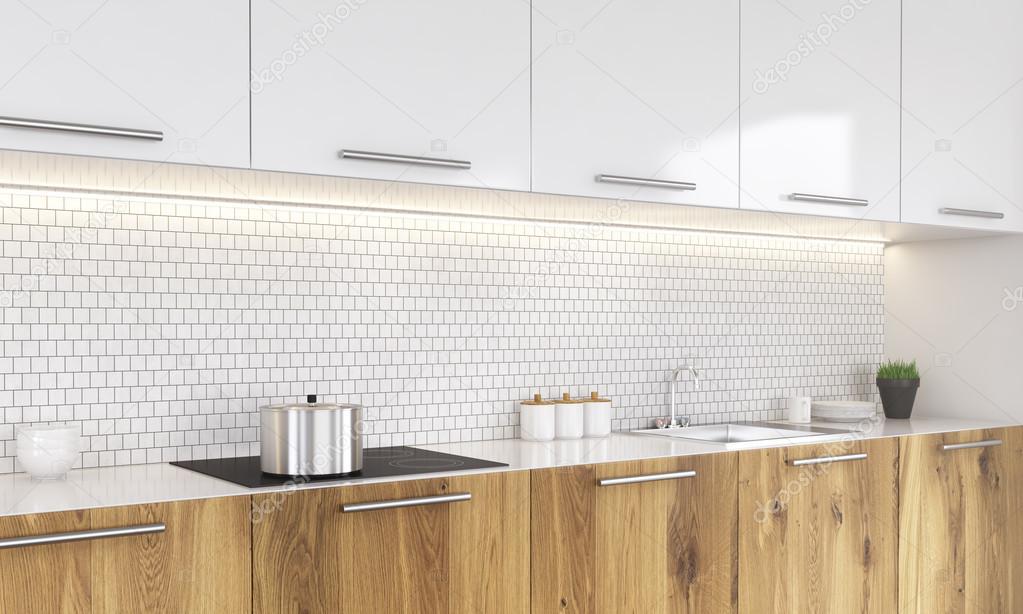 Interni cucina bianca e legno con padelle sul fornello impianto e altri elementi decorativi - Cucina bianca e legno ...