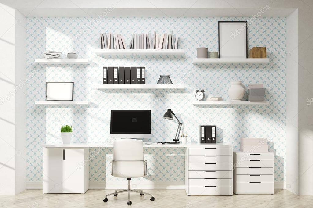 Lugar de trabajo con monitor y marcos — Foto de stock ...