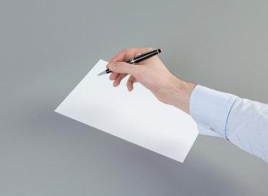 """Картина, постер, плакат, фотообои """"закрыть руку бизнесмена, намеревающегося написать документ, ходатайство или требование. концепция составления документации ."""", артикул 74034377"""