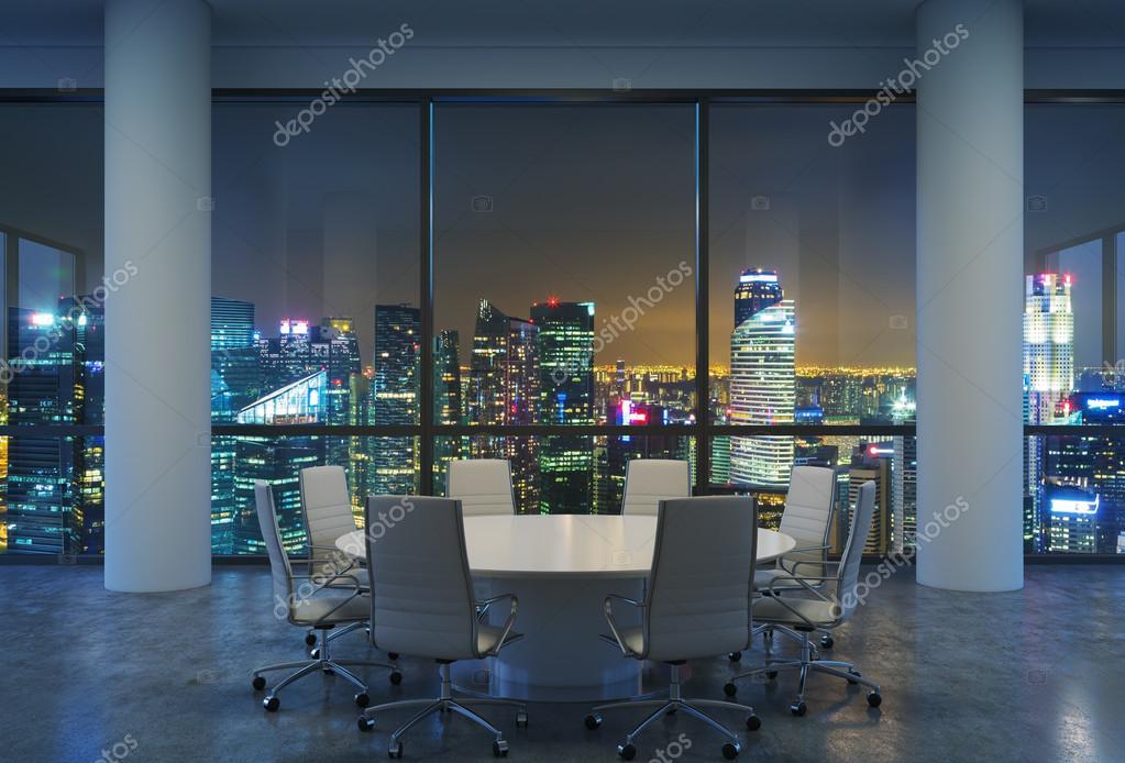 Moderne Witte Stoelen.Panoramisch Conferentieruimte In Moderne Kantoor Stadsgezicht Van
