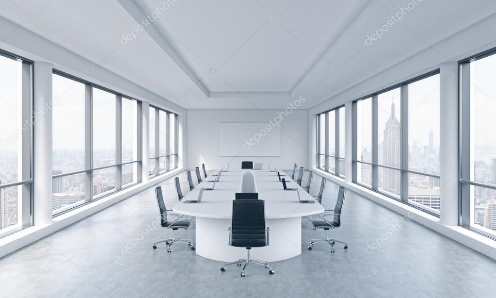 Une chambre moderne et lumineuse panoramique de réunion dans un