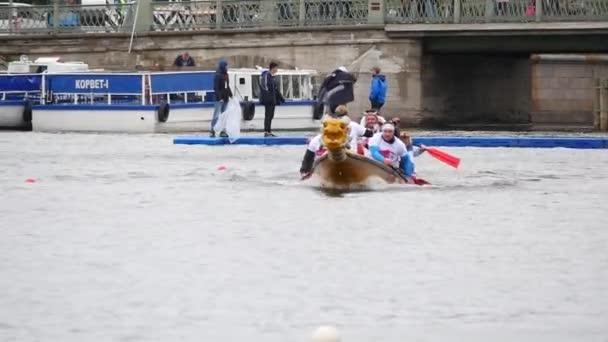 Kínai sárkány csónak. Evezős versenyek.