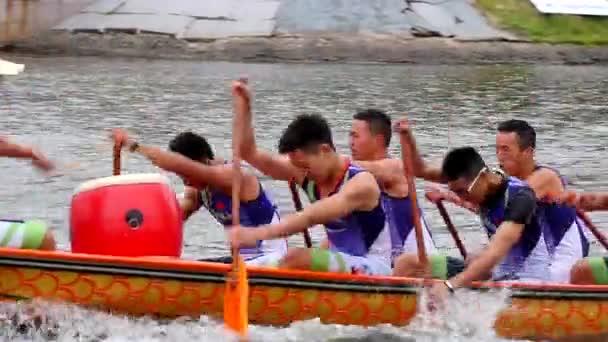 Čínská dračích lodí. Veslařských soutěží.