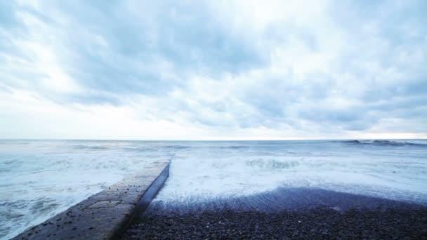 bouře na pobřeží Černého moře