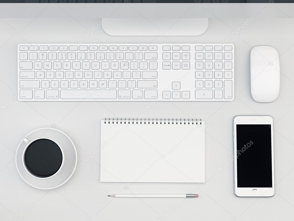 Tableau blanc bureau avec ordinateur et smartphone u photographie