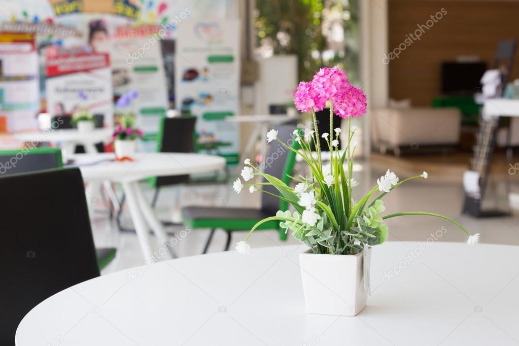 Flores artificiales jarrones Fotos de Stock Praiwun 112241302