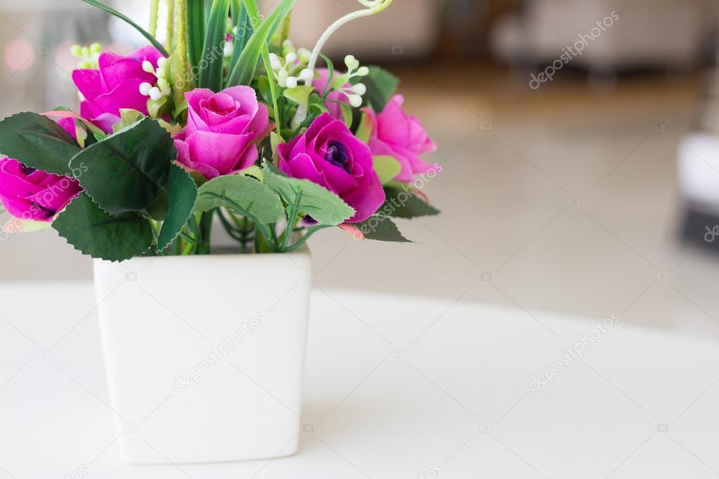 Flores artificiales jarrones Fotos de Stock Praiwun 112241362