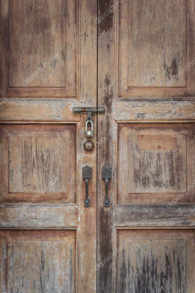 Puertas madera antiguas puertas de madera en fontioso for Puertas grandes antiguas