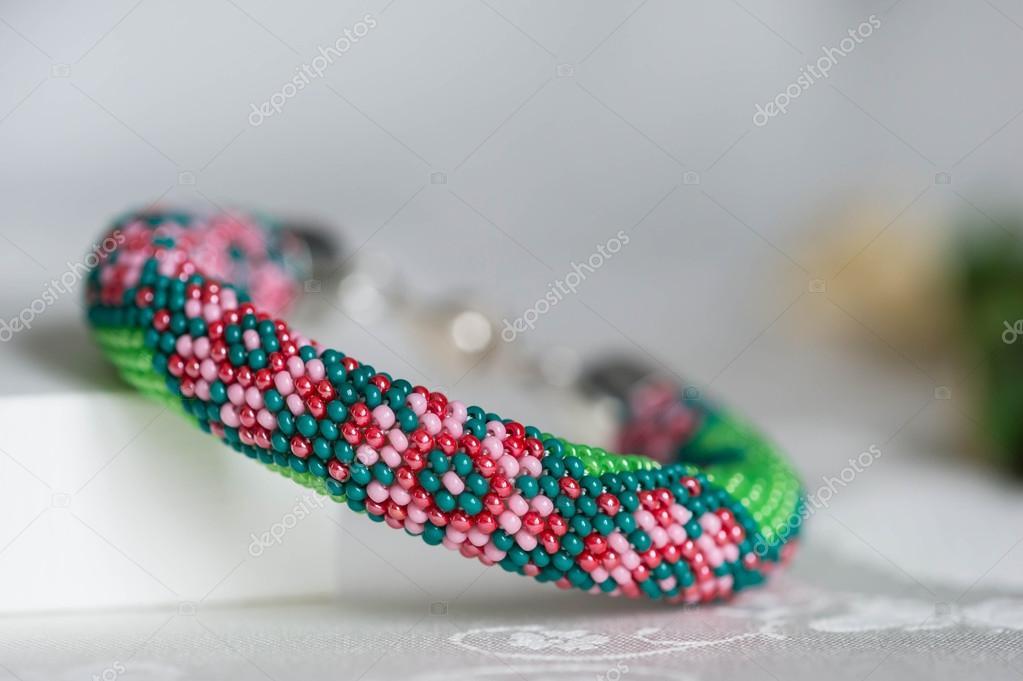 Perlen Häkeln Armband Mit Blumenmuster Stockfoto Tallula 101362540