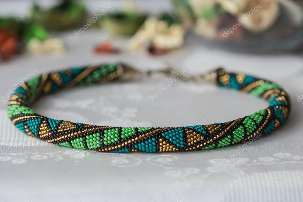 Collana Di Perline Fatti A Mano Alluncinetto Con Motivo Geometrico