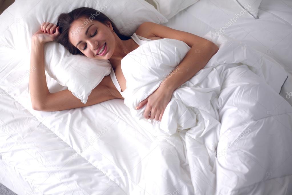 Жони у постели фото, фемдом бондаж женское доминирование