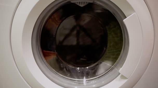 Pračka otáčení