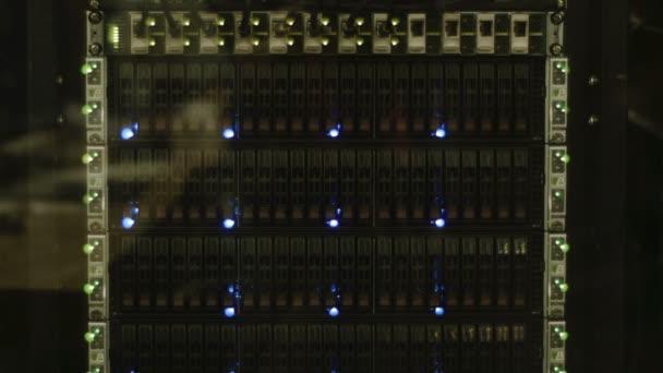 blikající LED zásobníku serveru