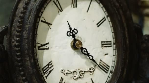 Time-Lapse starožitných hodin s dekoracemi