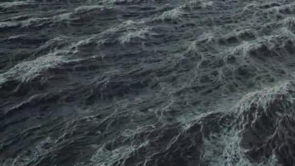 Loop of big waves in an agitated ocean