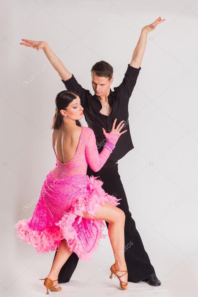 Bailarines de salón de baile en baile poses — Foto de stock © aallm ...