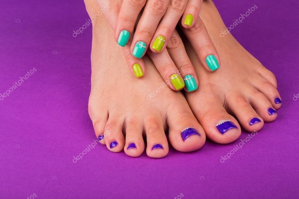 https://st2.depositphotos.com/2696723/8002/i/950/depositphotos_80021362-stock-photo-hands-and-legs-of-woman.jpg