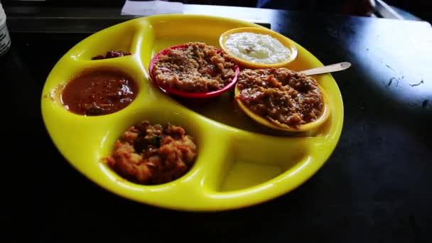 Jižní indické jídlo na talíři