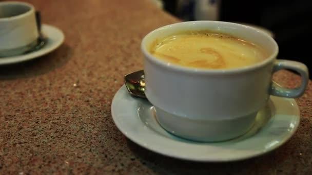 csésze kávé táblázat