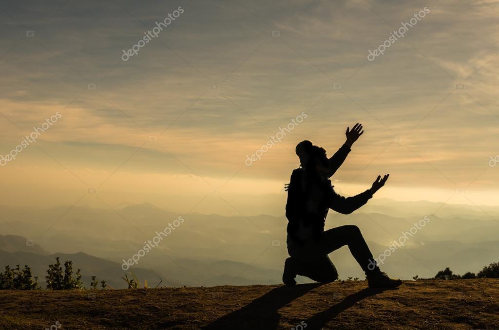 Imágenes: Hombre Orando De Rodillas