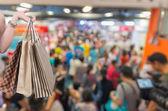 Fotografie Einkaufstüten halten in der hand