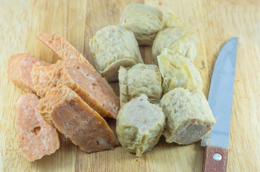 Crabe Avec Un Couteau deep fried crabe, crevettes pain sur une plaque en bois avec couteau