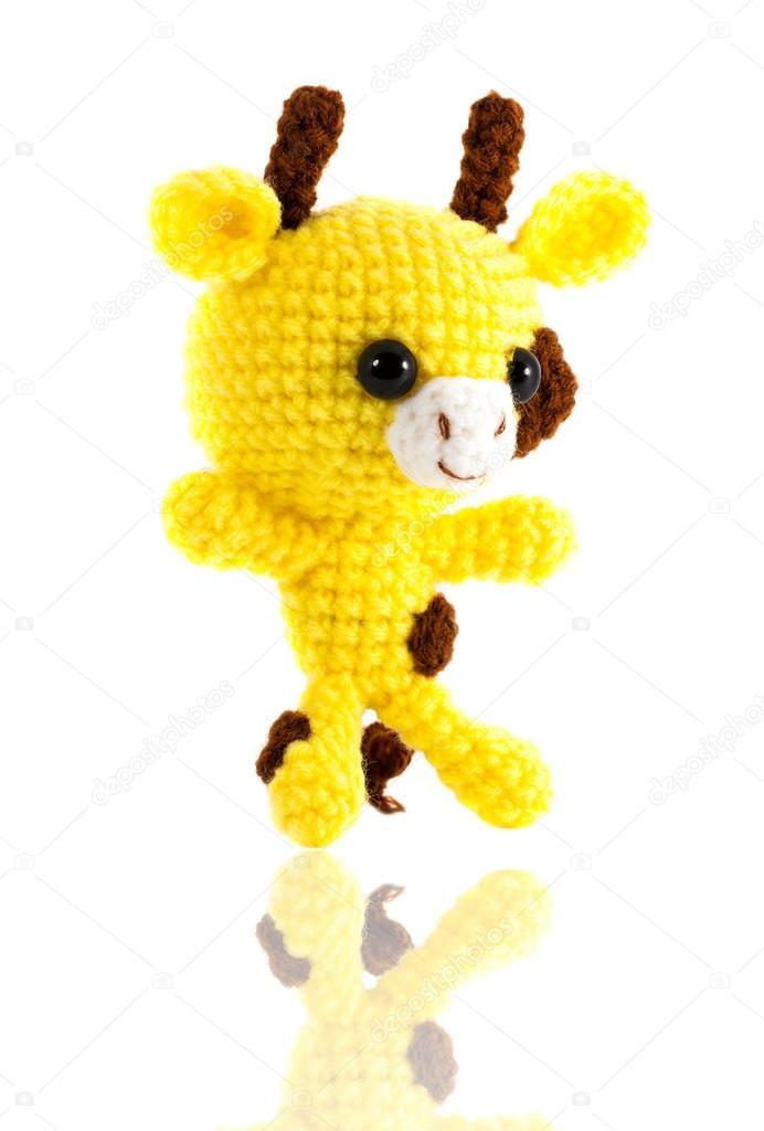 Handarbeit häkeln gelb Giraffe Puppe auf weißem Hintergrund, rechts ...