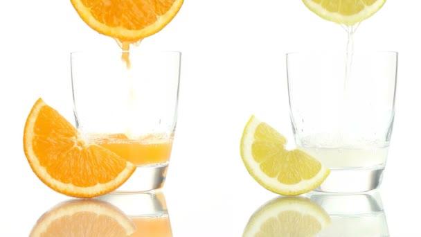Saft Orange Zitrone ins Glas gegossen