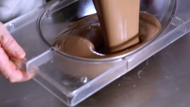 Cukrář pracovní čokoládová velikonoční vejce