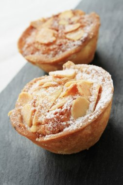 traditional bakewell tarts