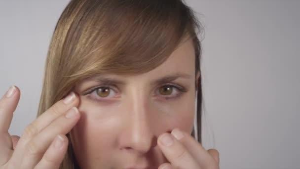 žena kontrolu její kůže