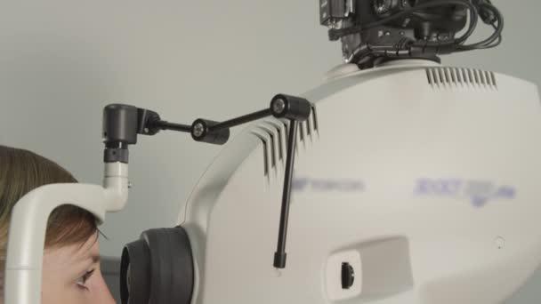 Oční test počítače na optik