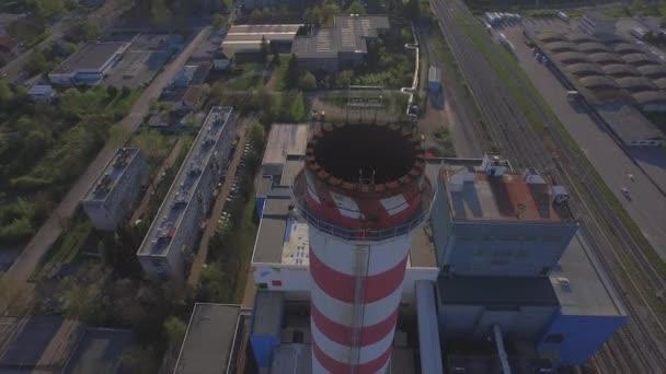 Anténa: nad elektrárna obrovské továrny v průmyslové město