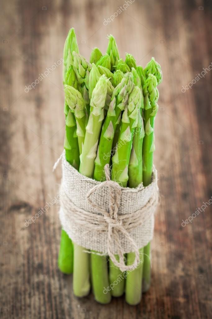 bundle of of ripe organic asparagus
