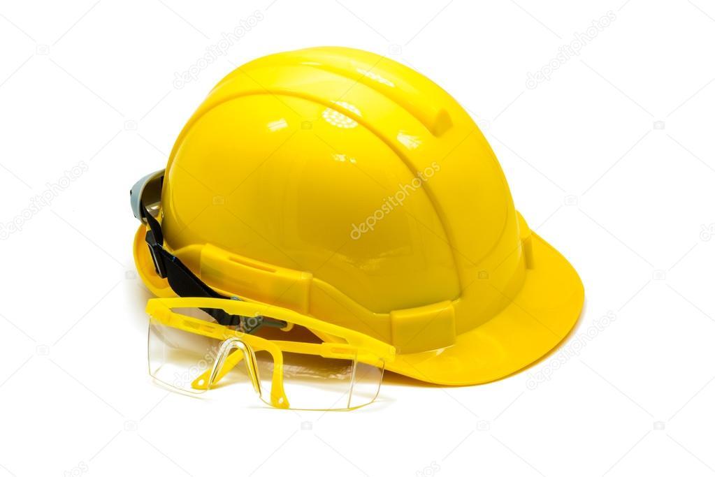 Bezpečnostní přilba s ochranu očí nebo ochranné brýle izolovaných na bílém  pozadí — Fotografie od ... 4c5cc39a667